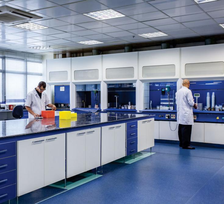 Tecnologia-2_Laboratorio-Ensaios_BalcaoPortas